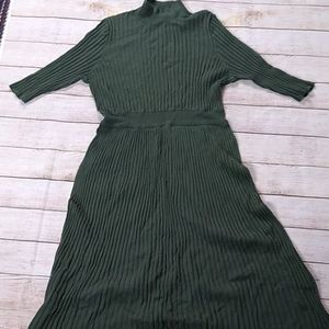 NWOT Army green ribbed dress with half sleeve
